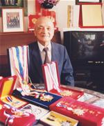 沈慕羽一生中荣获无数的荣衔与奖章。